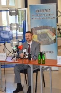 """Rozwój kadr dla sektora usług dla biznesu w Gorzowie Wielkopolskim"""" – projektowanie i prototypowanie samochodów solarnych i elektrycznych w AJP_7"""